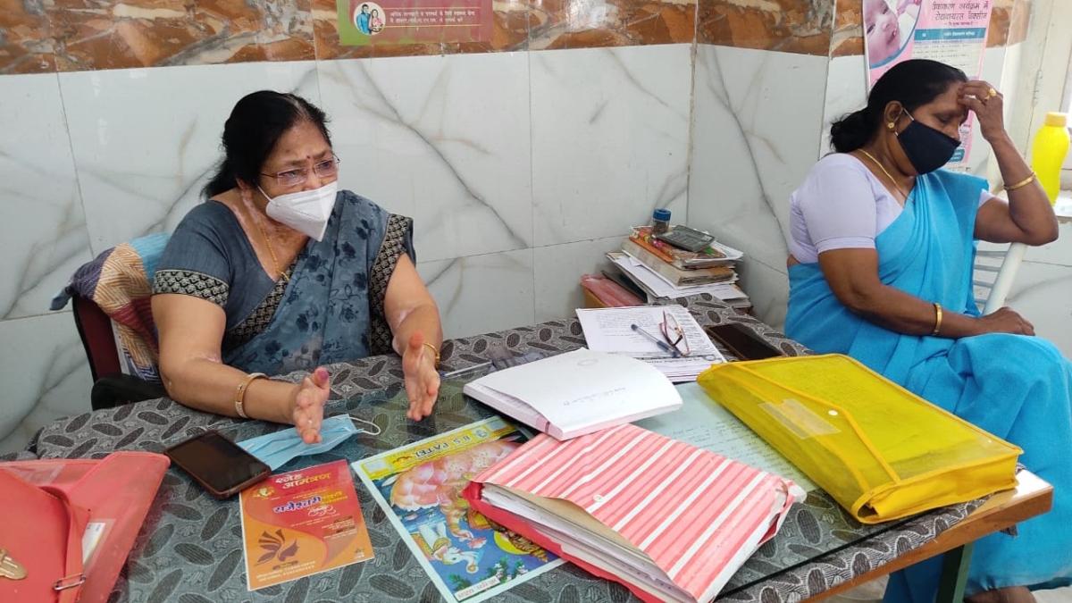 Madhya Pradesh: Health workers of Barwani raised questions on poor health arrangements in the district