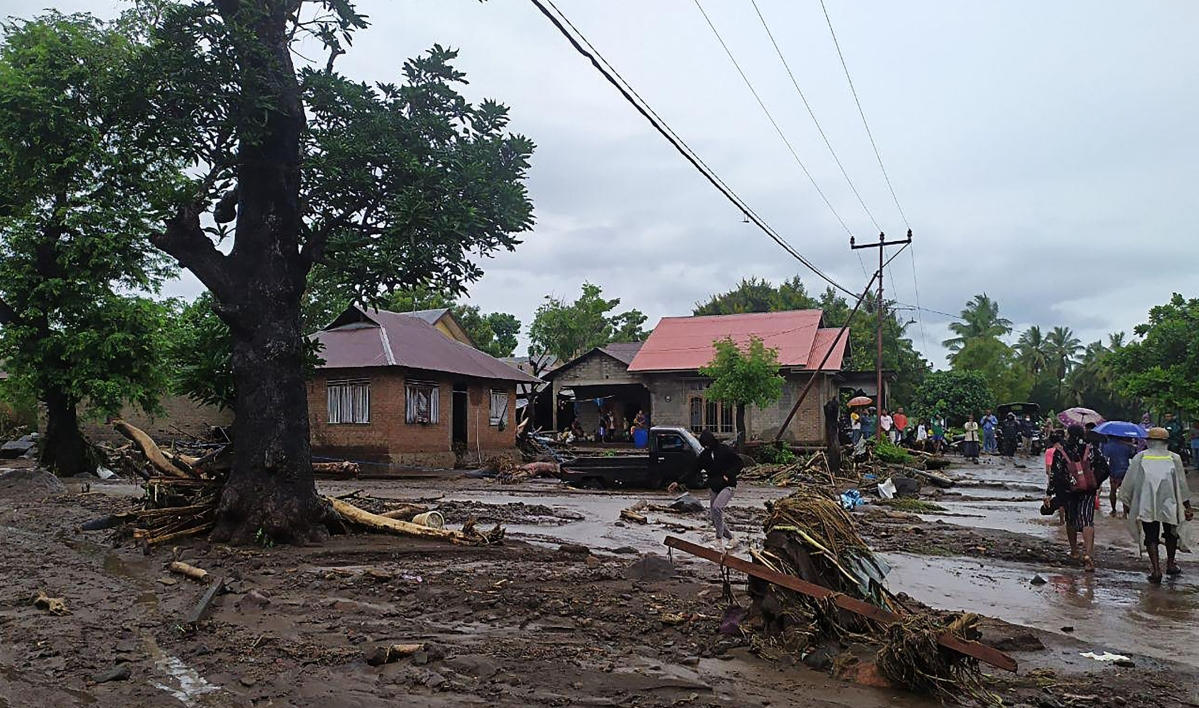 Indonesia flash floods toll rises to over 100