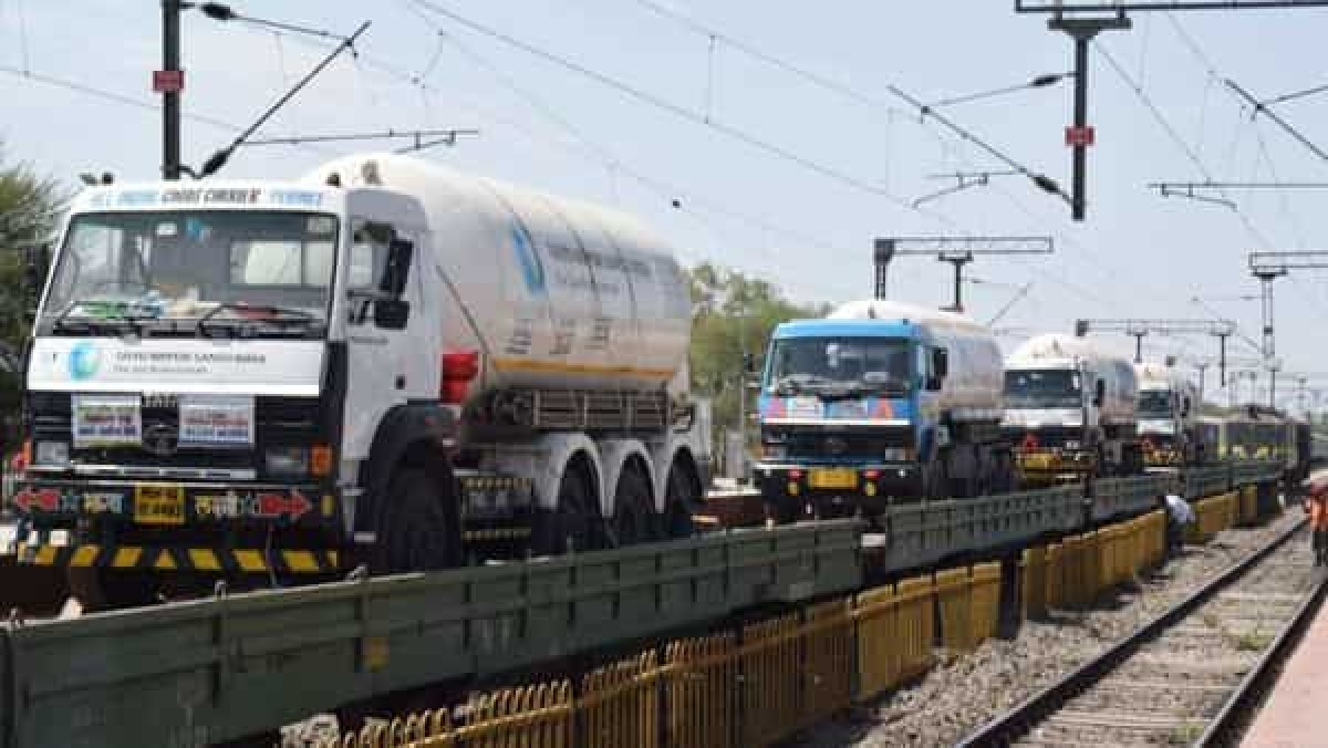 'Oxygen Express' with 3 tankers arrives in Maharashtra