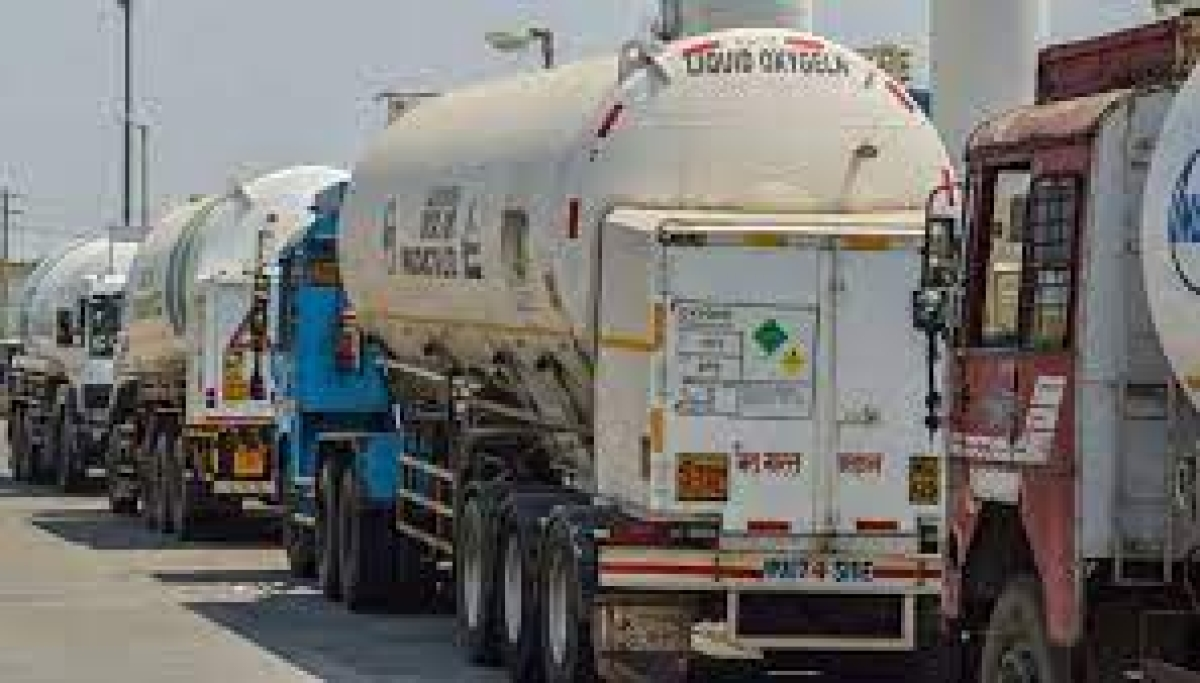 Madhya Pradesh: Oxygen tanker stuck in Uttar Pradesh reaches Sagar medical college