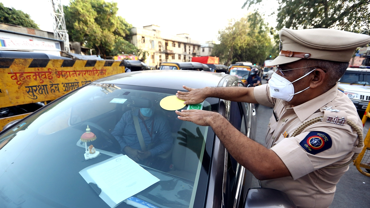 Mumbai: 467 persons booked for lockdown violations; 26 motorists for violating color-coded sticker system