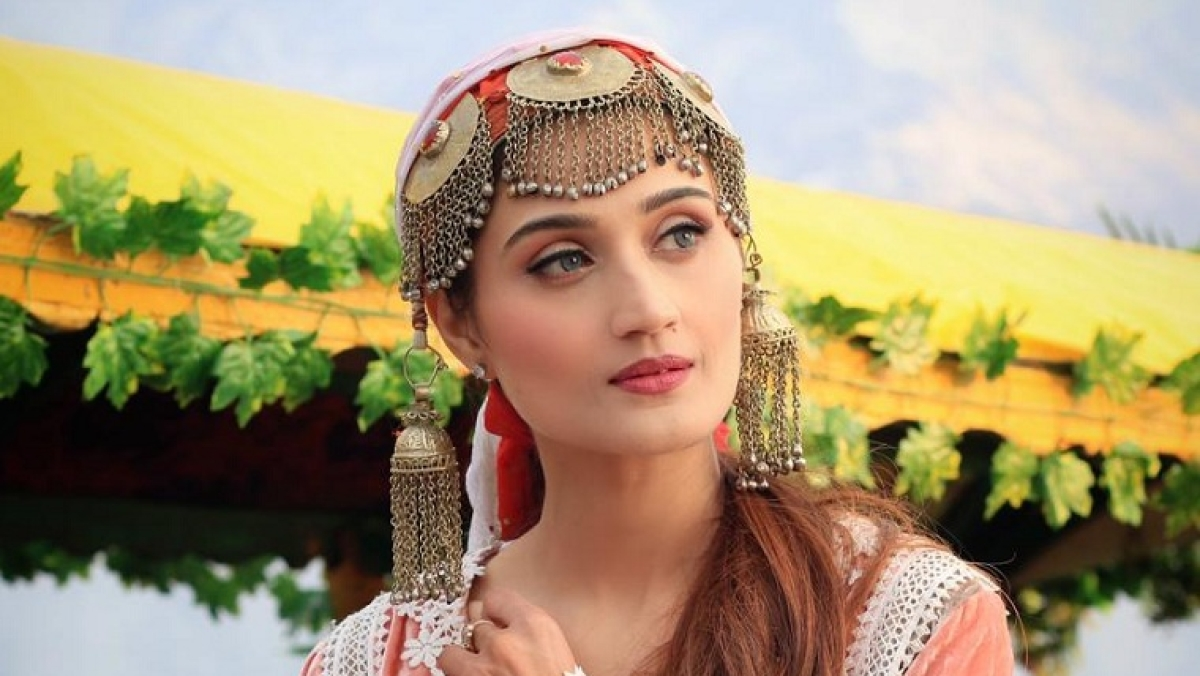 Arushi Nishank makes music video debut with 'Wafa Na Raas Aayee'
