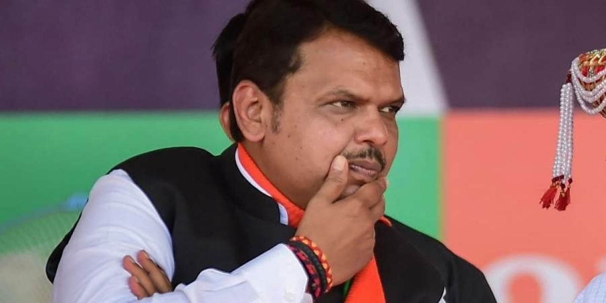 Govt gives relief to builders, but loots farmers: Former Maharashtra CM Fadnavis