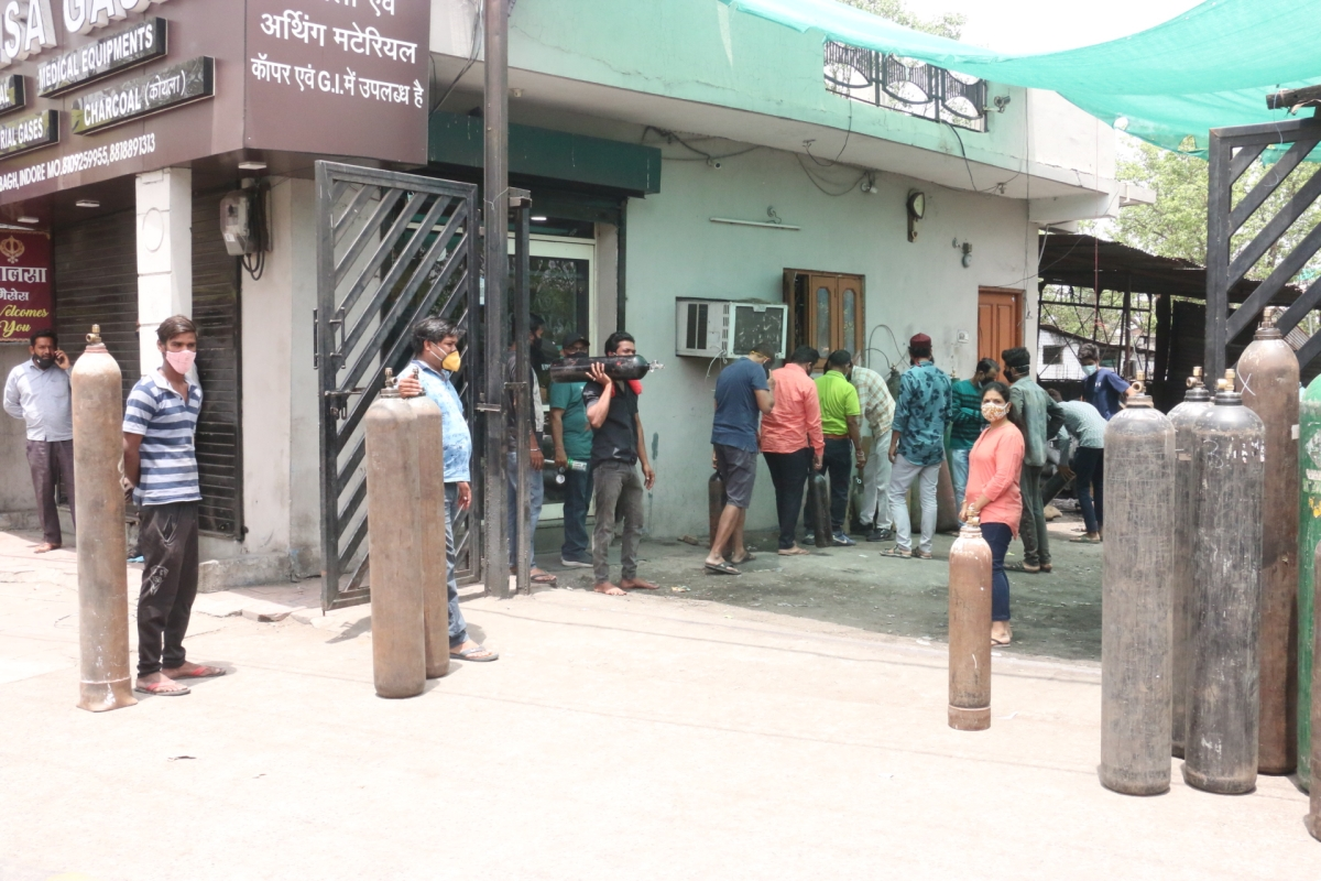 Indore: City scramble for O2, long queues outside refilling stations