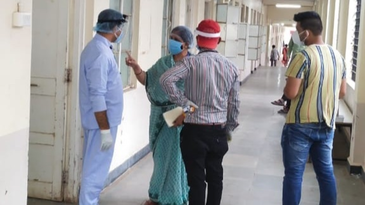 Madhya Pradesh: Health worker celebrates 22nd wedding anniversary amid Covid patients in Barwani