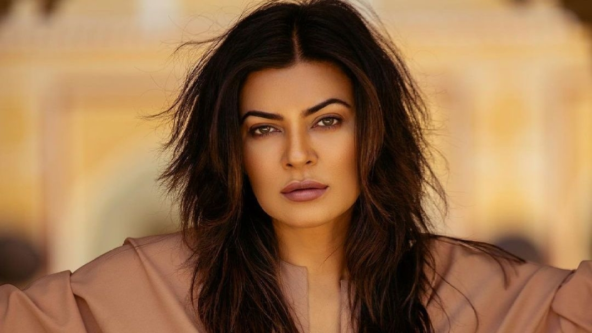 Sushmita Sen hits back at Twitter user who questioned her for sending oxygen cylinders to Delhi from Mumbai