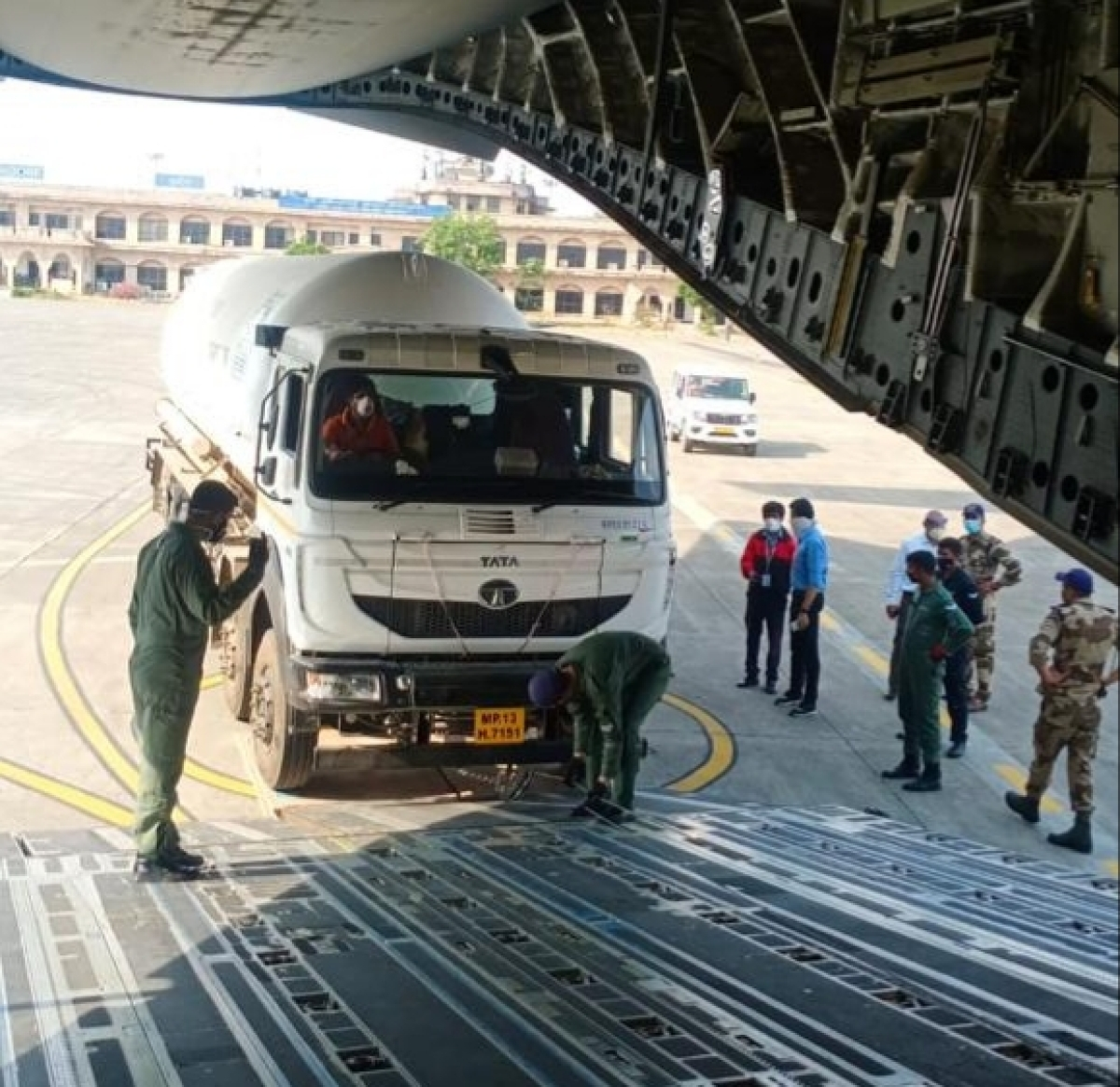 Madhya Pradesh: For the 6th day in a row, two empty oxygen tankers airlifted
