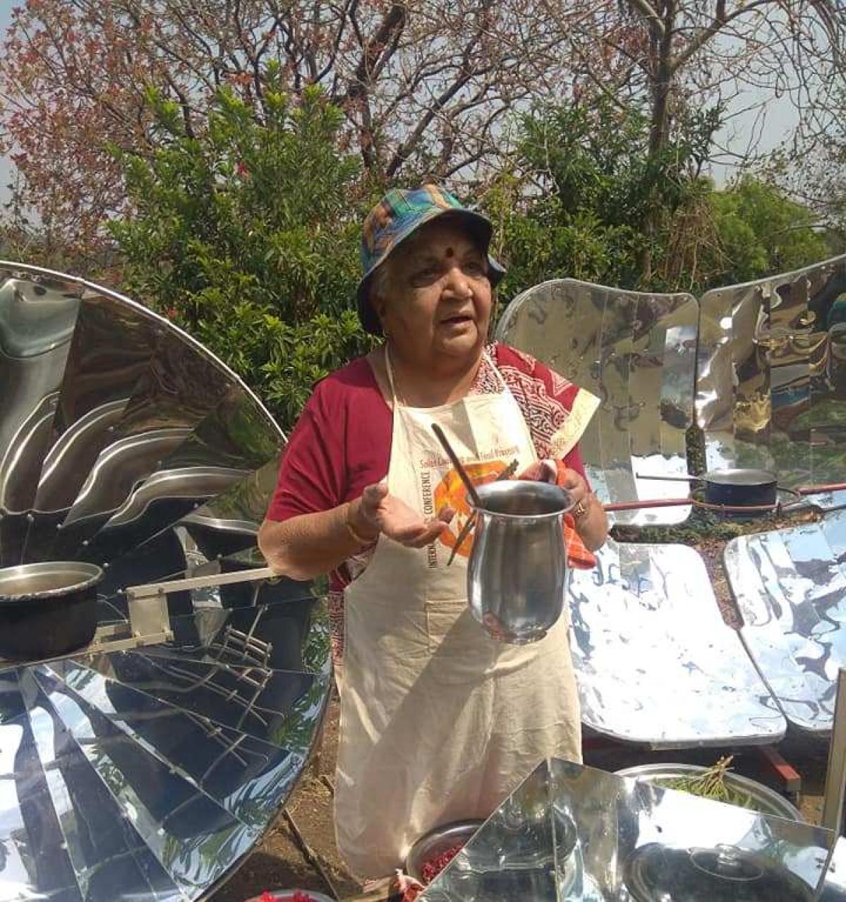 Janak Palta McGilligan offering tips on solar cooking