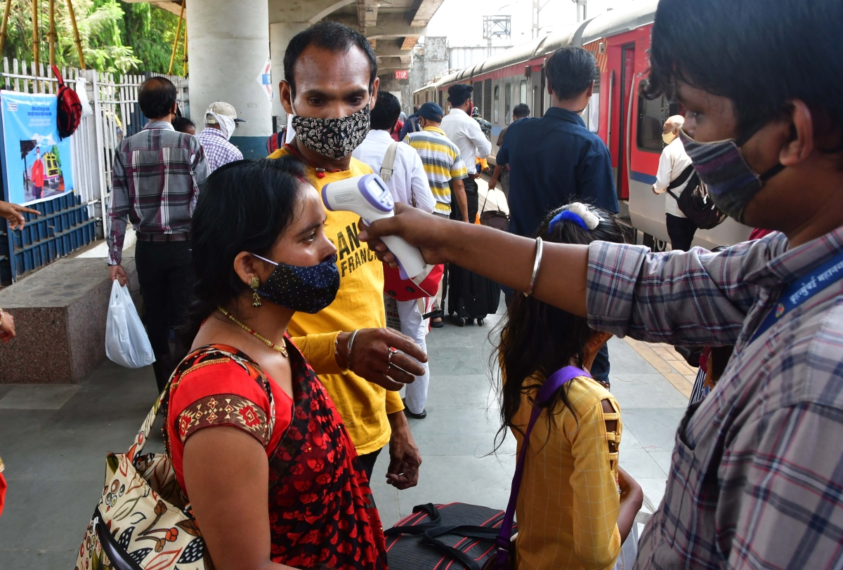 Mumbai: A health worker screening of a passenger at a Dadar railway station during weekend lockdown restrictions imposed by the state government amidst rising Covid-19 coronavirus cases, at Dadar, in Mumbai on Sunday, April 11, 2021.