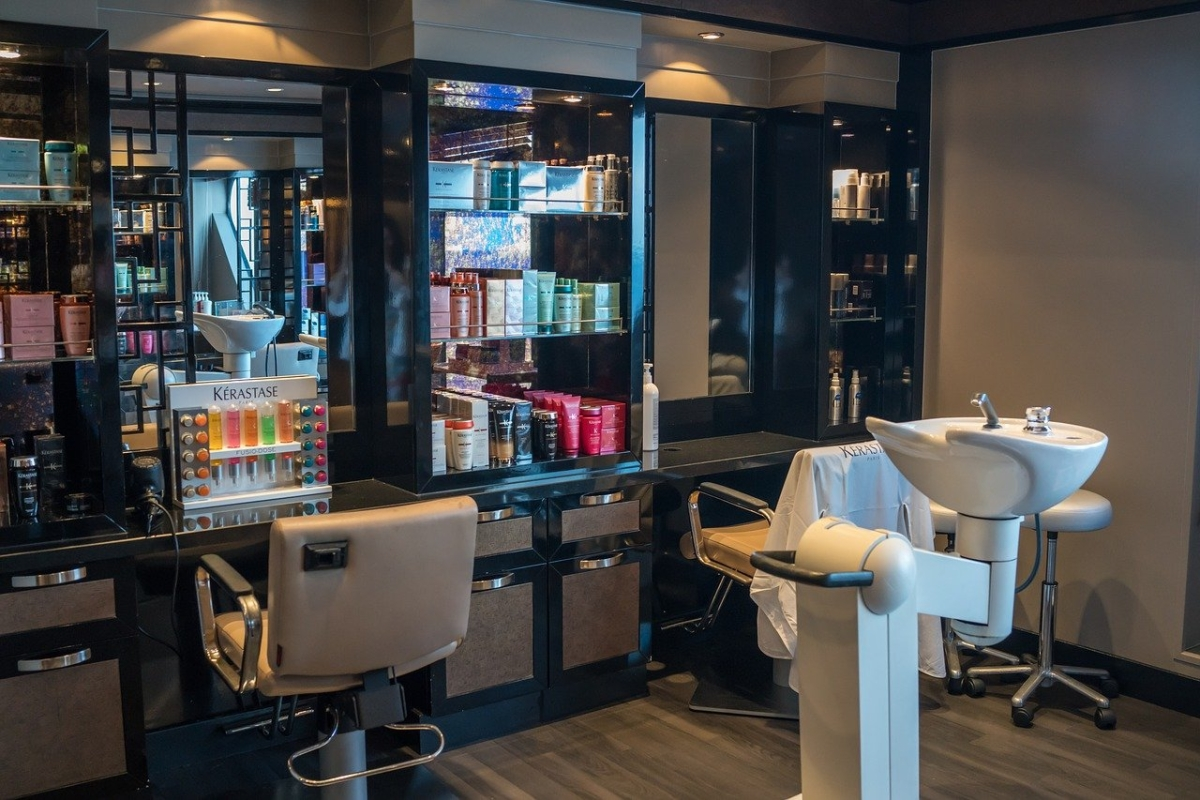 Break the chain: Will spas, salons, and beauty parlors be open in Mumbai, Navi Mumbai, Thane, and Pune during 'janta curfew' in Maharashtra?