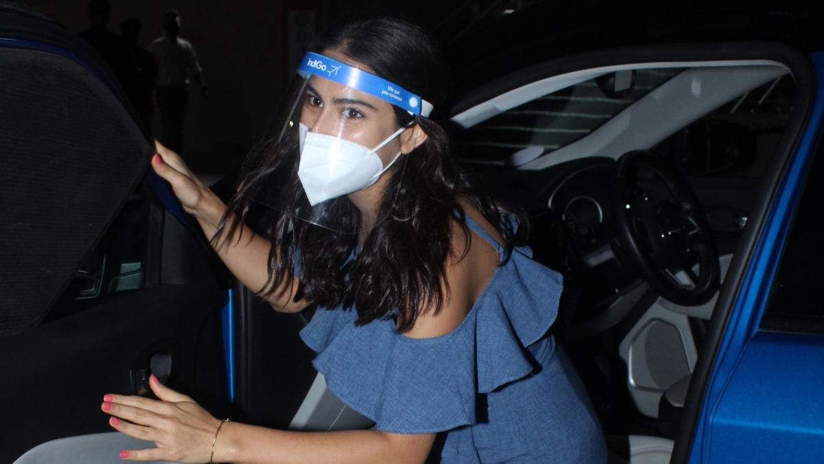 'Yeh nahi karna chahiye': Sara Ali Khan refuses to take selfie with a fan at Mumbai airport - watch video