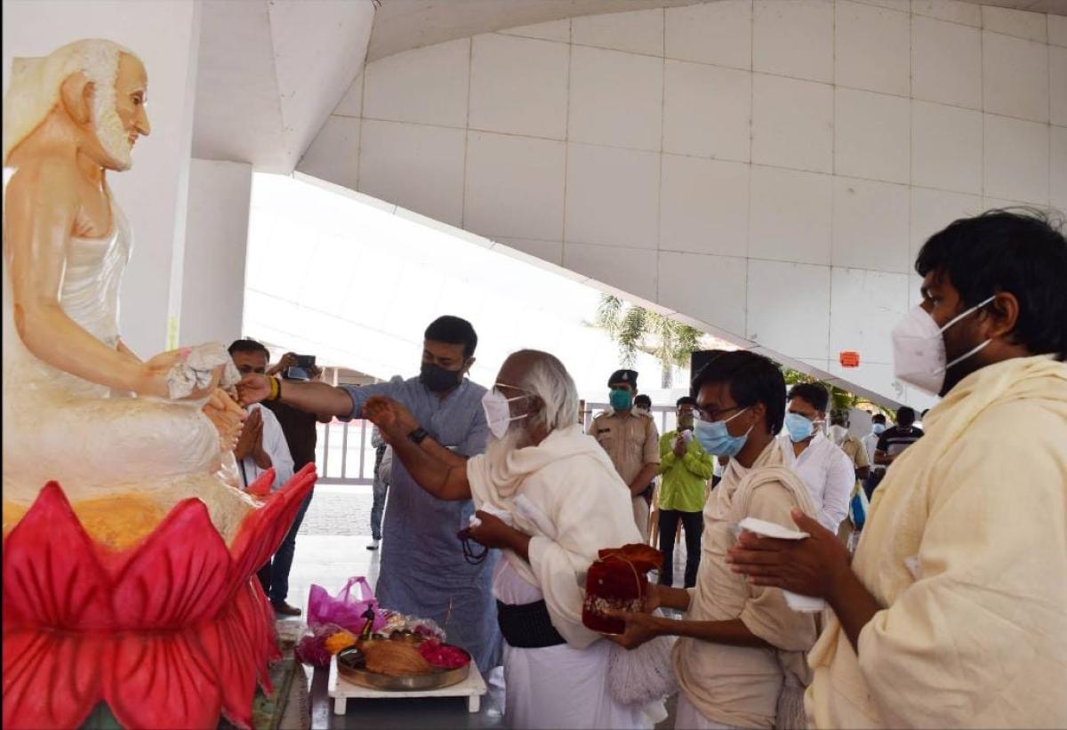 Dhar: Jain seer inaugurates 300-bed Covid Care Centre at Mohankheda pilgrim centre