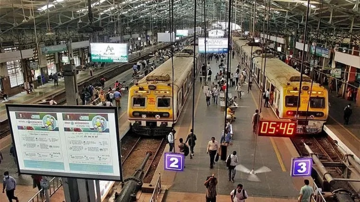 Sale of platform tickets stopped at 6 Mumbai stations to avoid unnecessary rush amid COVID-19 surge