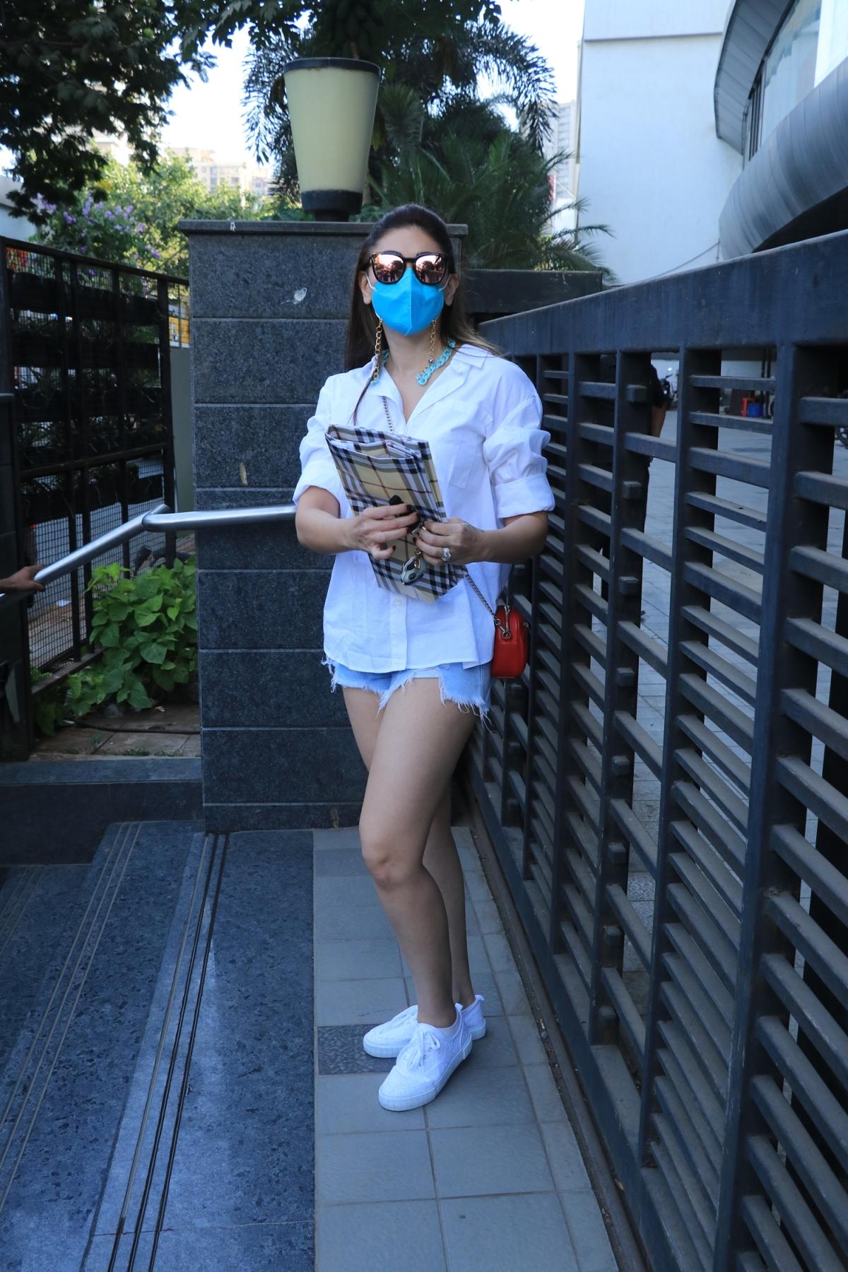 'Corona jayega chaddi me': Shefali Jariwala trolled for stepping out to buy essentials wearing 'hot shorts'