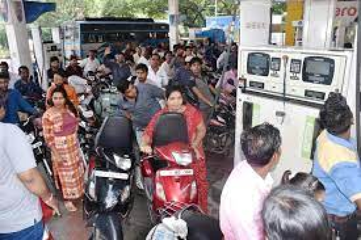 Indore: Administration takes U-turn, now all petrol pumps reopen