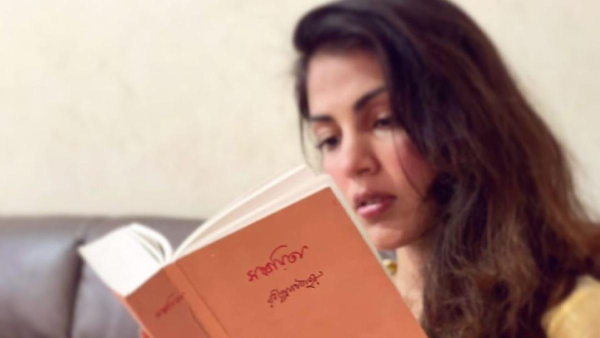 Rhea Chakraborty spends Sunday reading Rabindranath Tagore's 'Gitanjali', shares hope-filled message