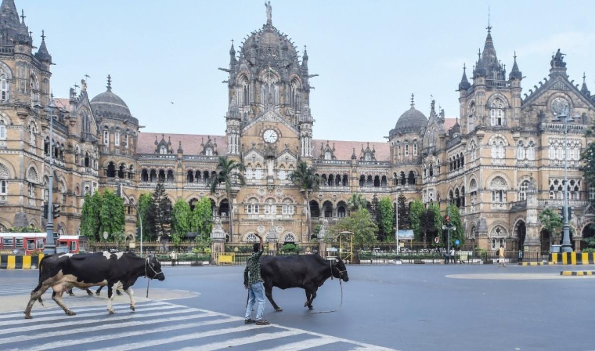 COVID-19: Mumbai wears a deserted look as weekend lockdown begins