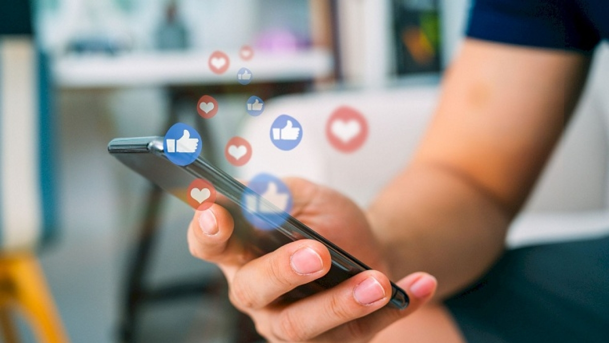 To say or not to say: Learning to be social media sensitive