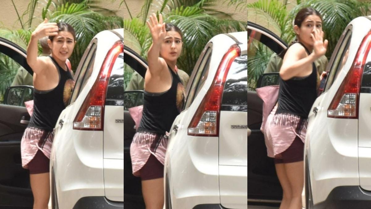 'Paas mat aana': Sara Ali Khan requests paparazzi to back off amid increasing COVID-19 cases in Mumbai