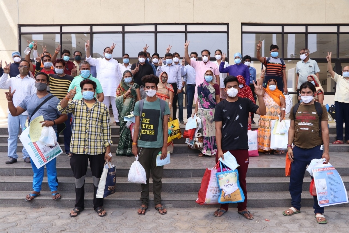 People those who recovered from Covid-19 got discharged in Ratlam on Sunday