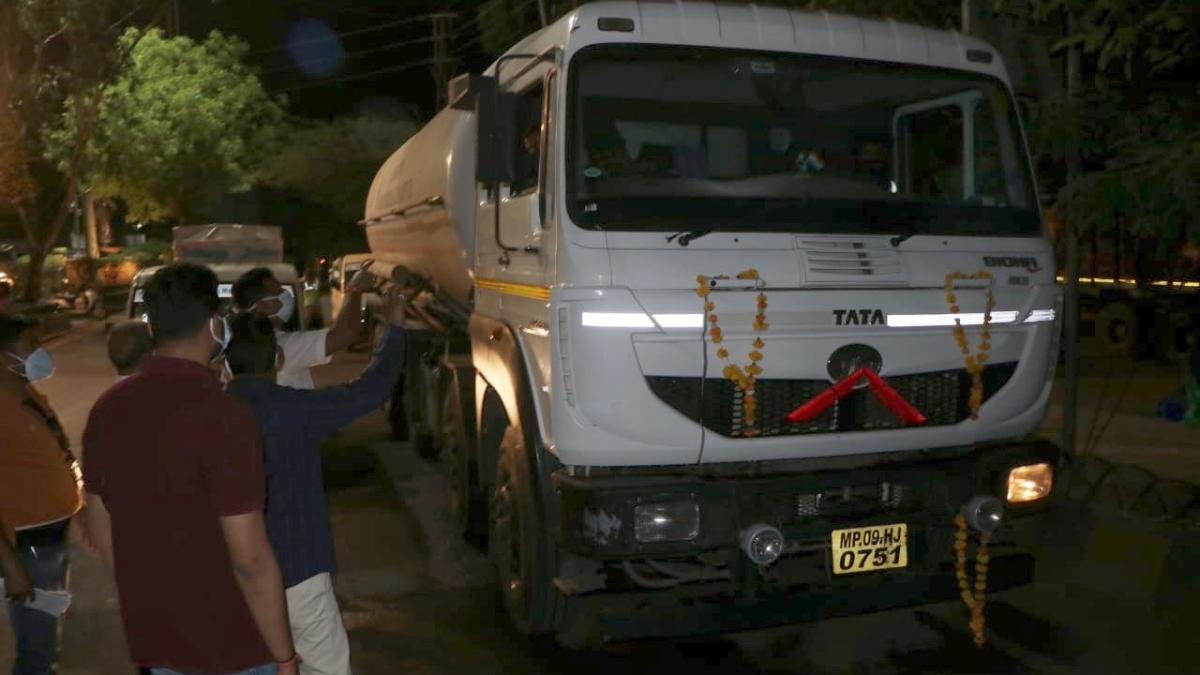 Madhya Pradesh: Congress MLA Sanjay Shukla lauds BJP's Kailash Vijayvargiya's attempts in oxygen supply in Indore