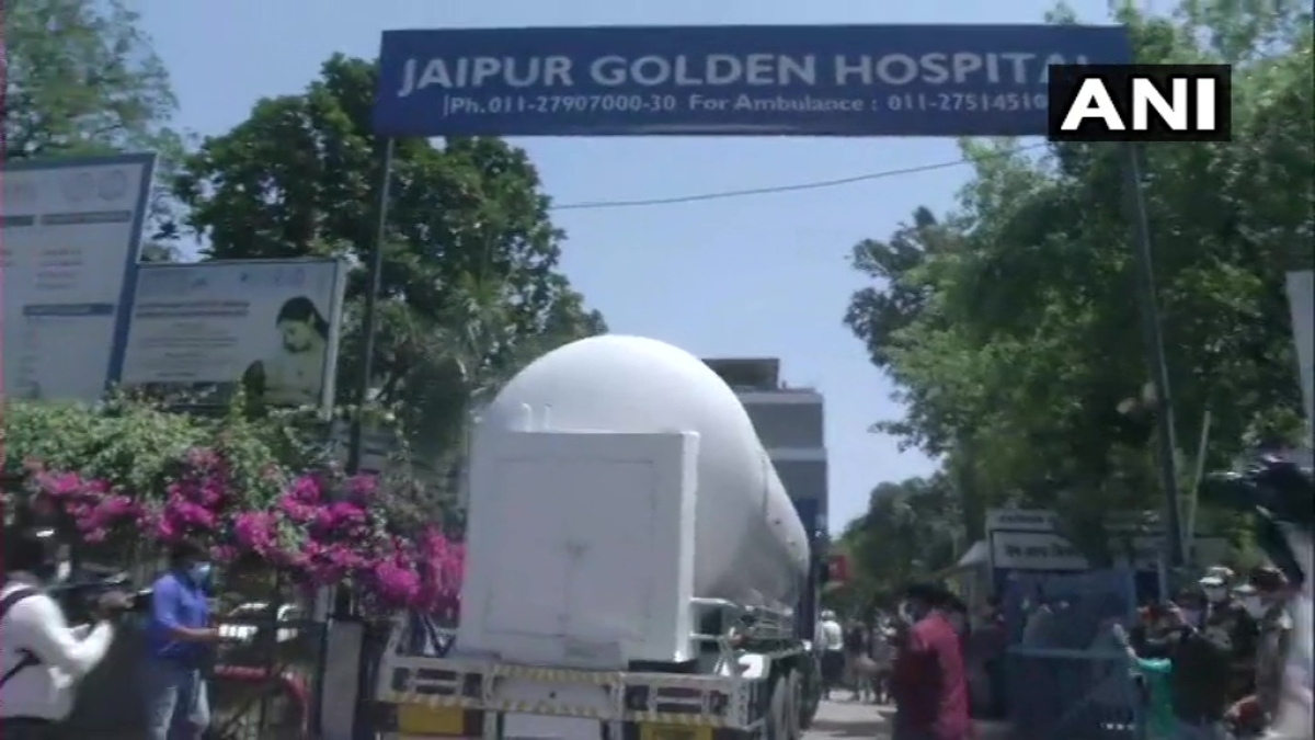 25 COVID-19 patients dead, dwinding oxygen supplies and threat of death penalty - What's happening in Delhi?