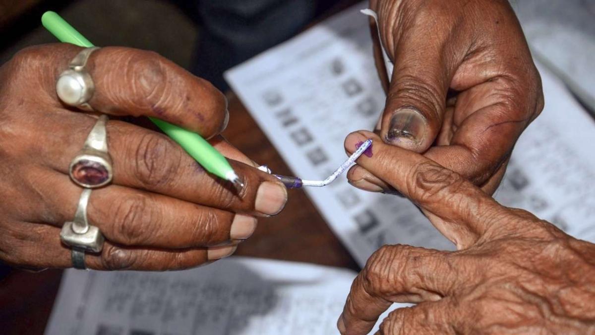 UP panchayat polls: Kin of several political leaders taste defect in Ballia