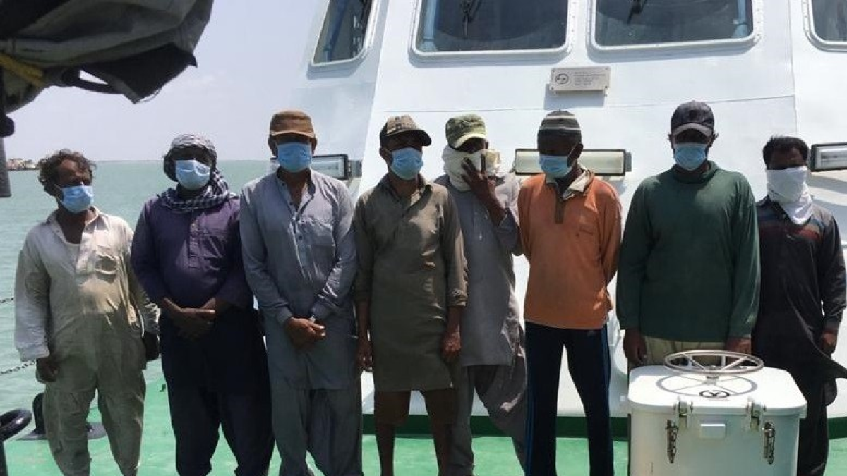 8 Pakistani nationals arrested with 30 kg heroin worth Rs 300 crore off Gujarat coast