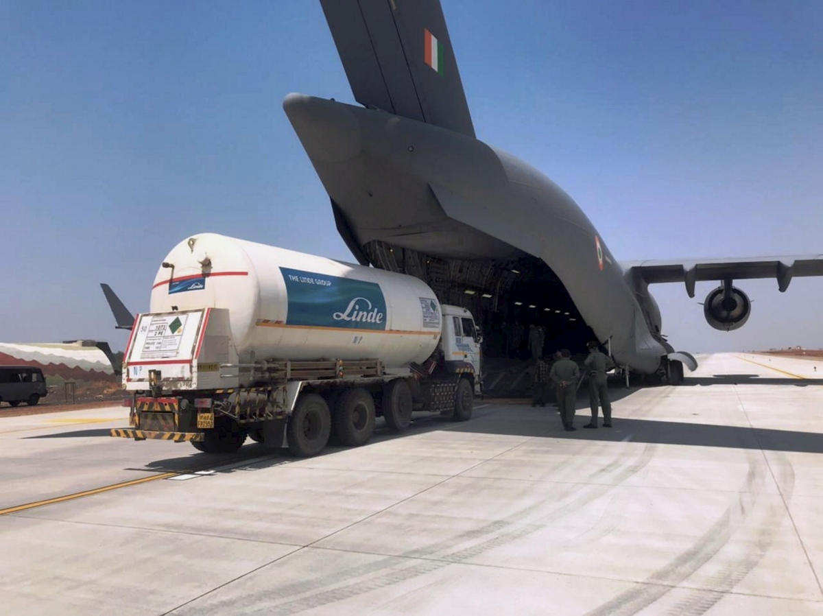 Indore: Indian Air Force aircraft ferries empty oxygen tanker from Indore to Gujarat for second consecutive day