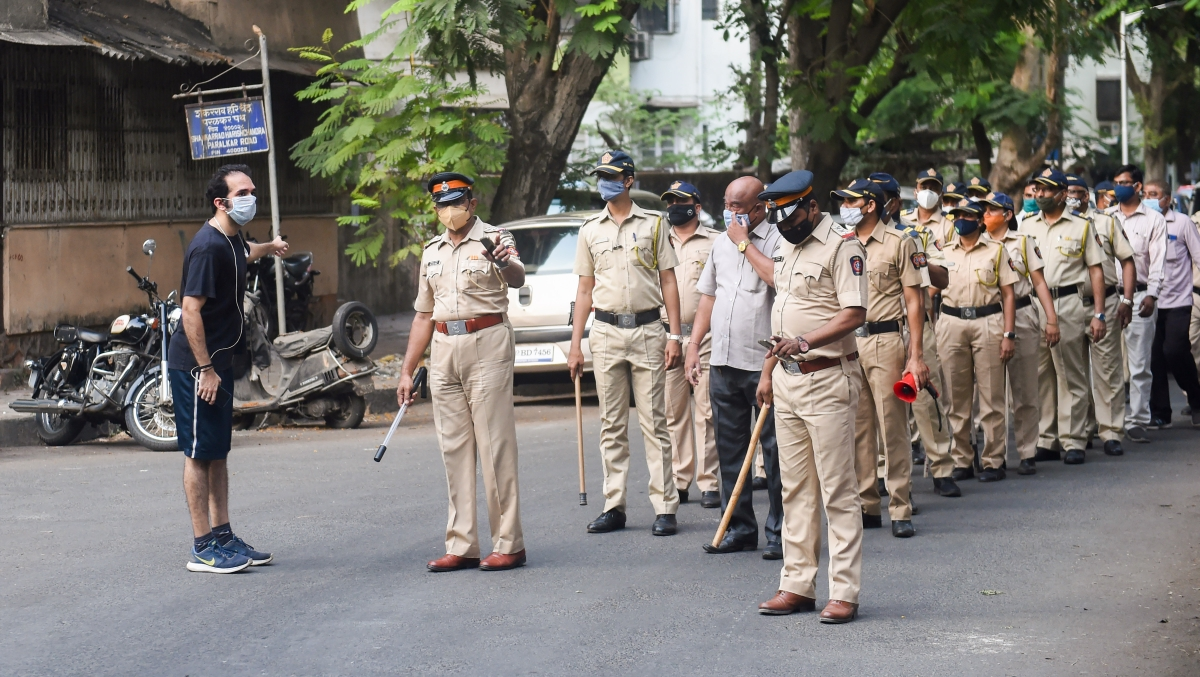 Mumbai: Mumbai Police officials ask people to stay at home during a Flag March at Dadar , to enforce strict implementation of the coronavirus-induced lockdown in Mumbai, Tuesday, April 27, 2021.