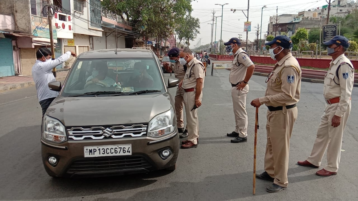 ADM Narendra Suryavanshi and ASP Amrendra Singh dtop a car driver who was trying to enter the city via Chimanaganj Mandi Tiraha