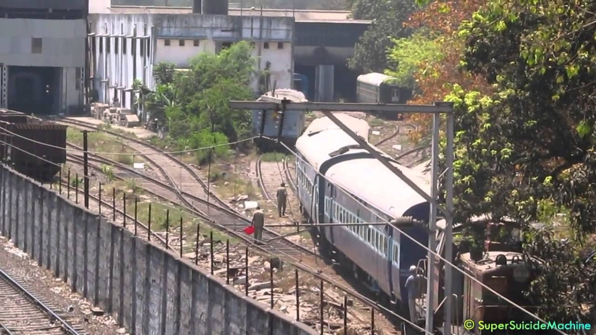 Mumbai: Contract staff sacked, Western Railway workshop in Lower Parel in a mess