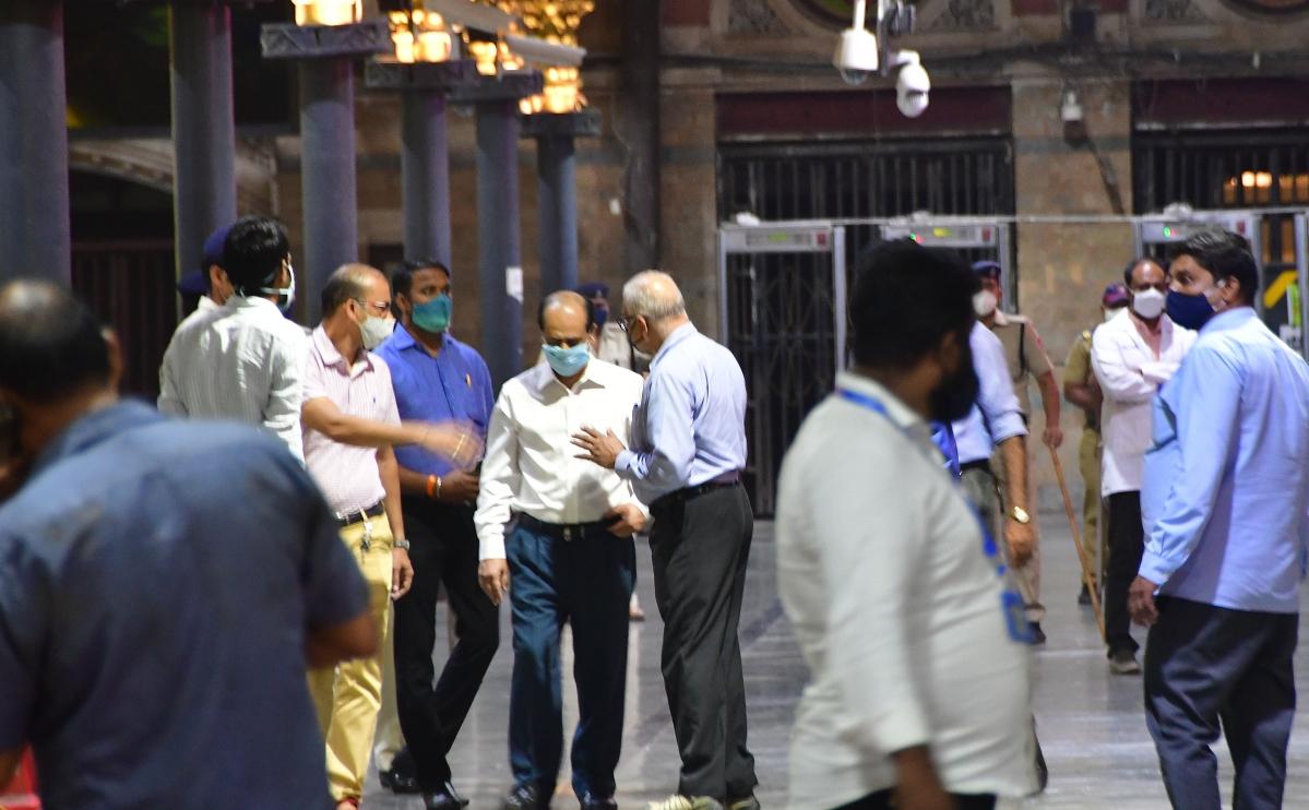 Mansukh Hiran death case: NIA takes Sachin Vaze to CSMT to recreate scene