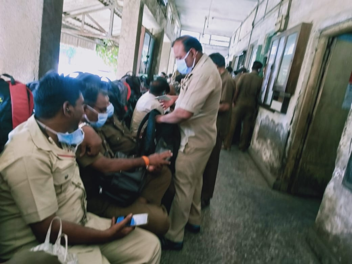 Mumbai: BEST staff continues to work amid challenging conditions