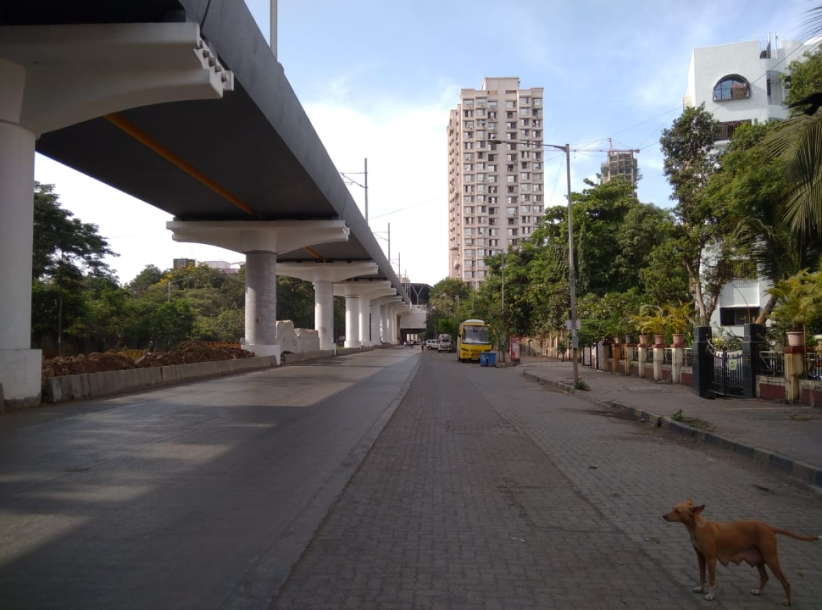 Empty streets observed at Link Road, Borivali due to the ongoing lockdown in Mumbai on 23 April 2021.