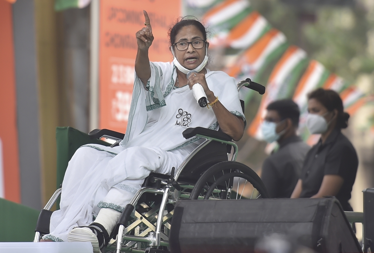 Bengal polls: TMC, BJP locked in neck-and-neck tussle