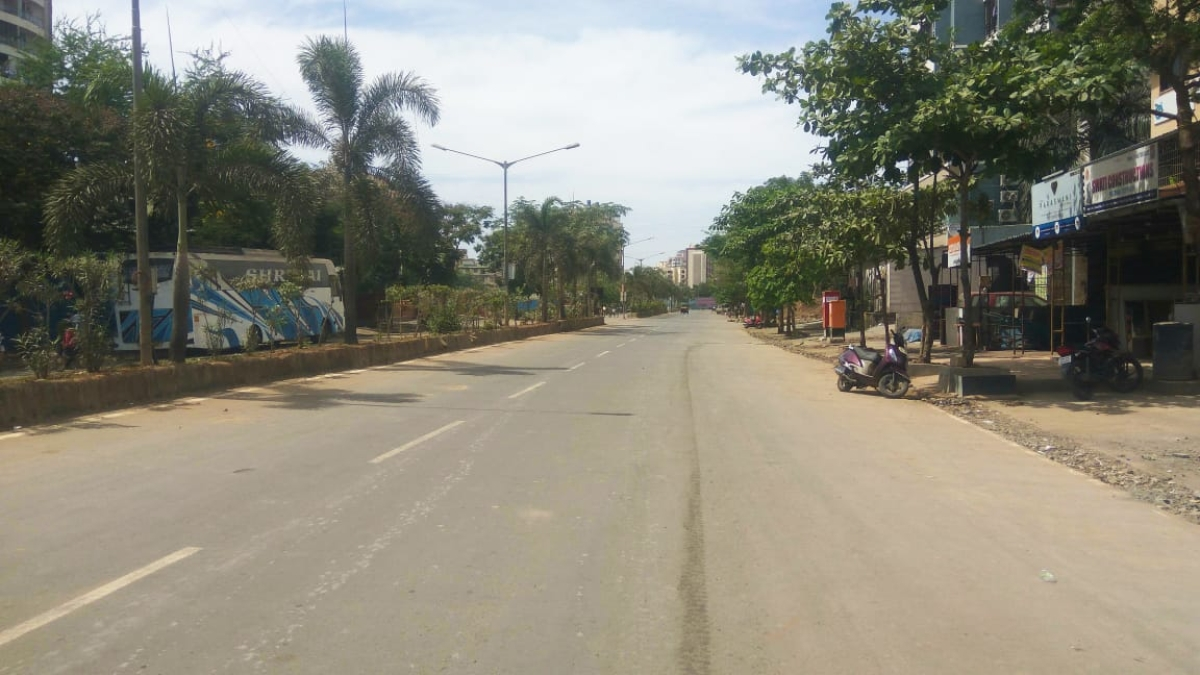 Streets in Bhayandar wear deserted look during the lockdown in Maharashtra on 23 April 2021.