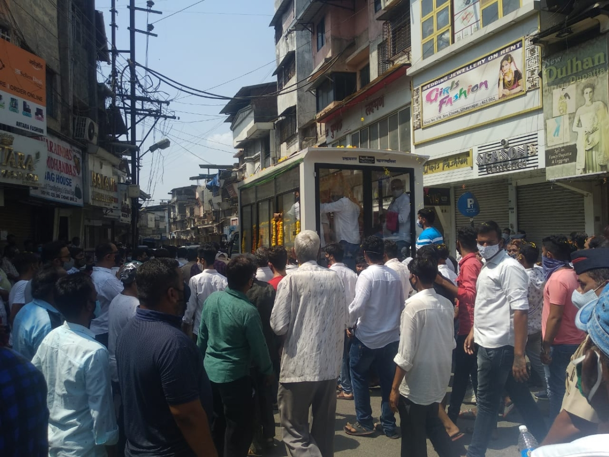 Ulhansagar: COVID-19 norms flouted at former NCP MLA Jyoti Kalani's funeral; pictures here