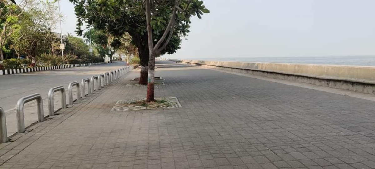 Closed shops and empty streets - With COVID-19 weekend lockdown underway, Mumbai bears a deserted look