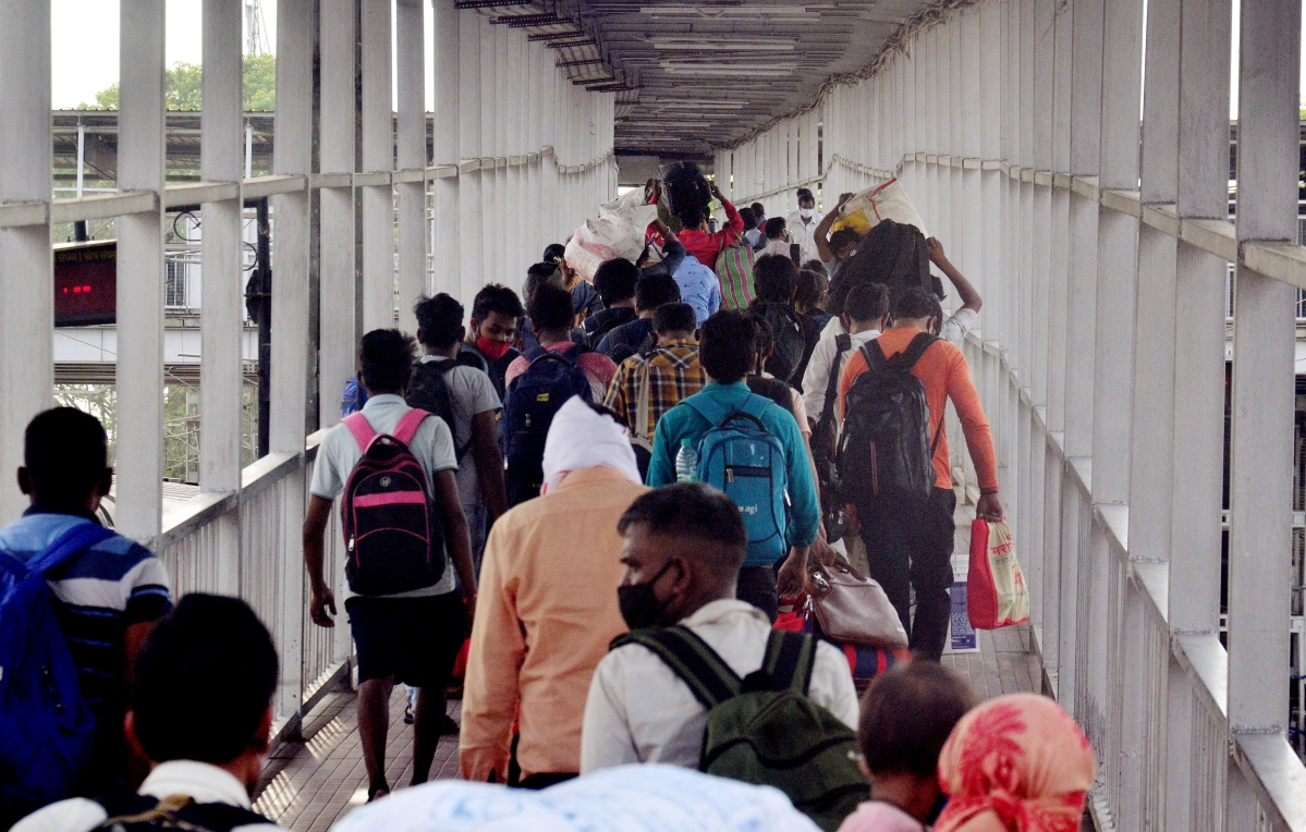 Uttar Pradesh, Apr 20 (ANI): Migrants who arrived from different places reach Allahabad Railway station, in Prayagraj on Tuesday.
