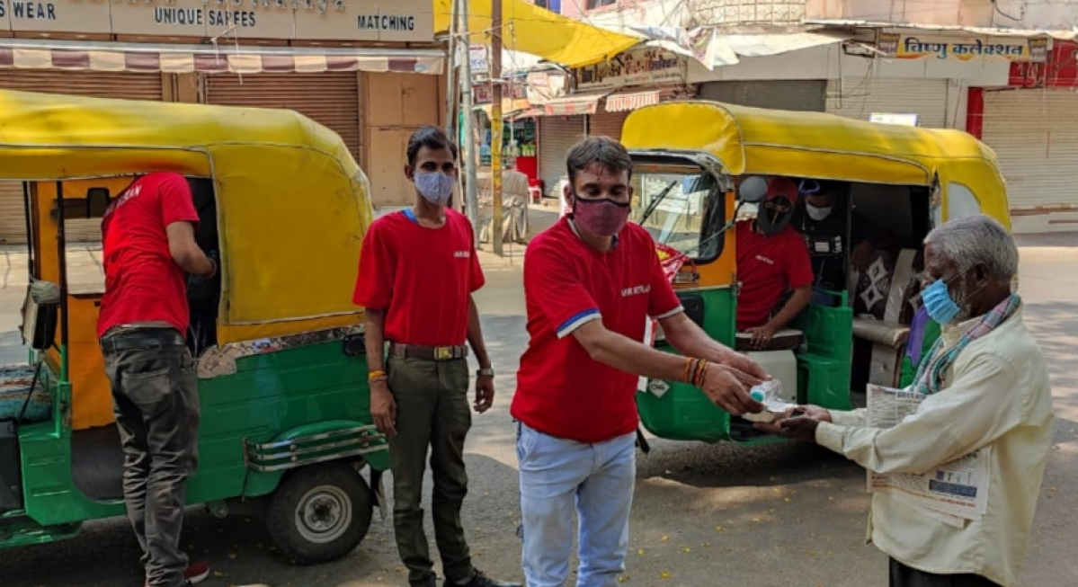 Indore: Auto rickshaw drivers on top gear with social work