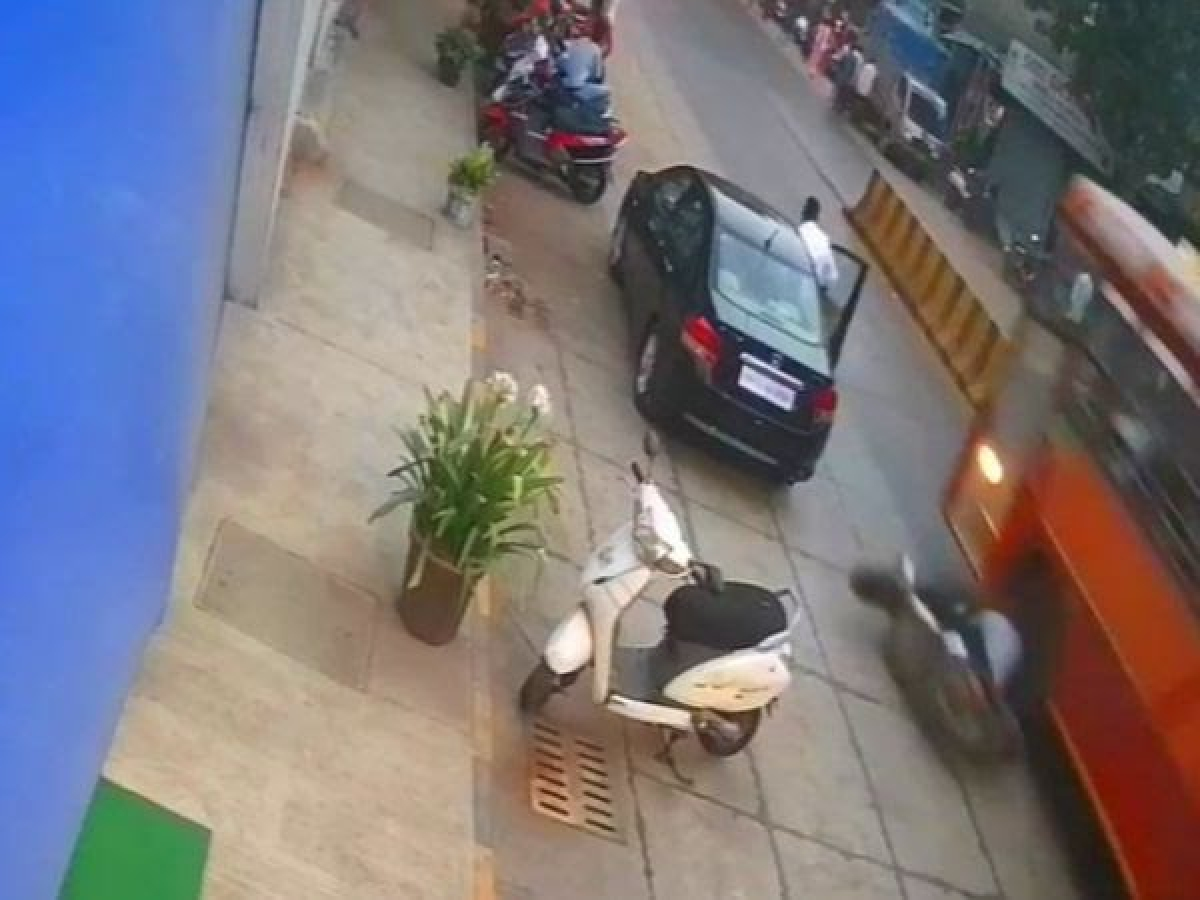Mumbai: Scooterist teen crashes into car's door, falls and gets run over by bus in Borivali, dies