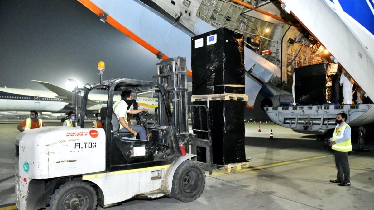 COVID-19 crisis: 700 oxygen concentrators, 365 ventilators arrive in India from Ireland