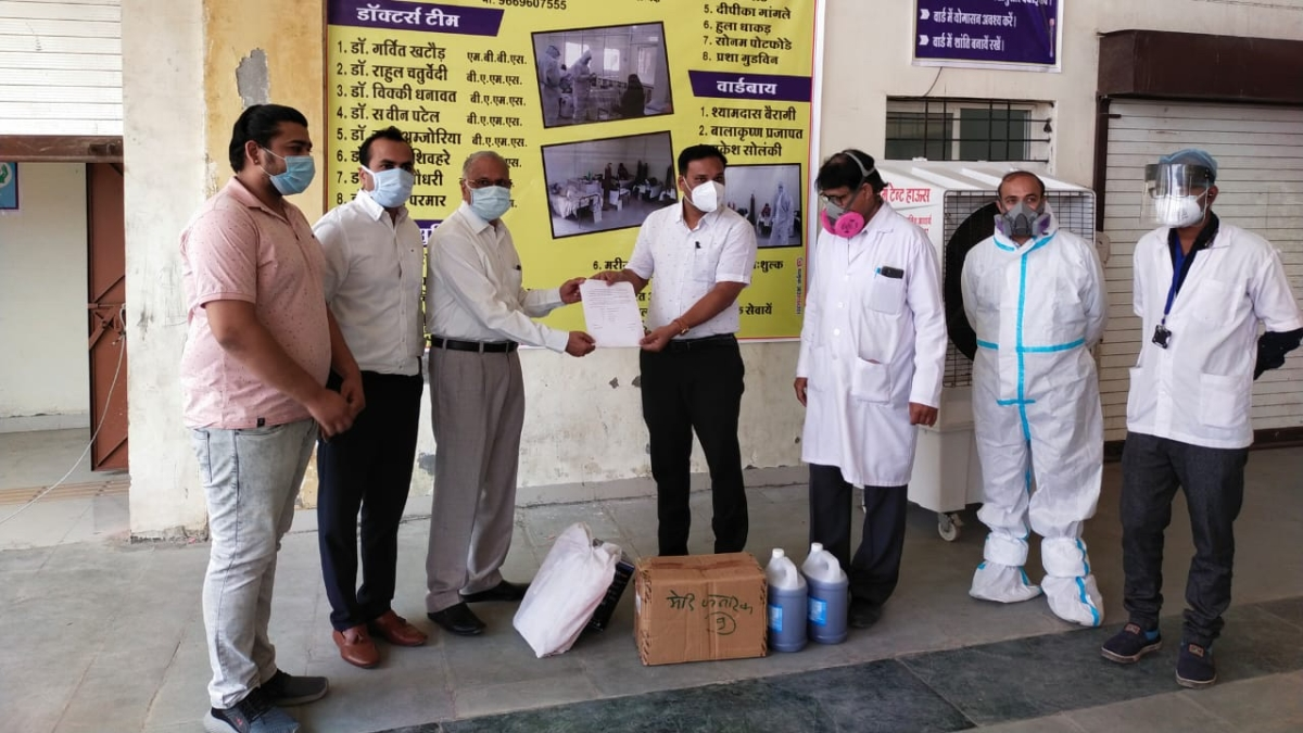 Madhya Pradesh: People contribute to Covid Centre in Barnagar, donate funds, medicines, oxygen cylinders and other materials
