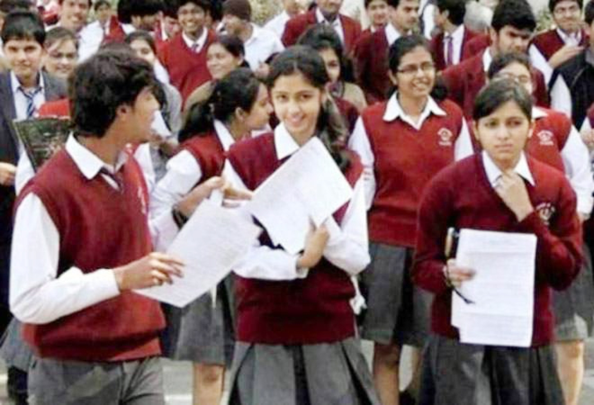 Bhopal: Students of Classes 9 & 11 flock to school to collect question paper & answer copies for final exams