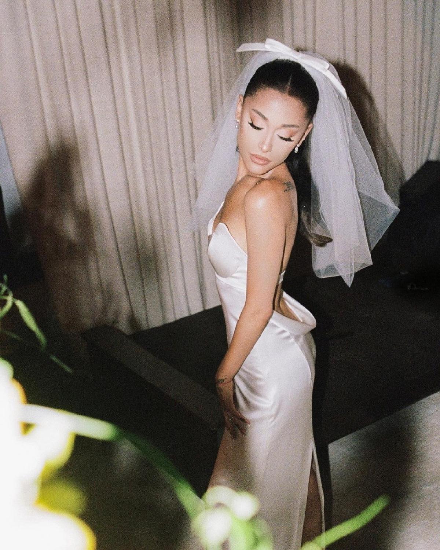 Ariana Grande's Vera Wang wedding dress inspired by Audrey Hepburn's bridal look from 'Funny Face'