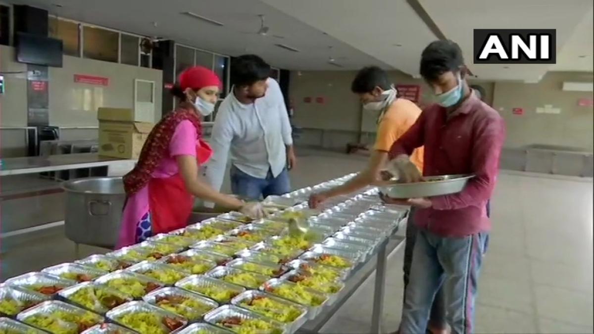 Mumbai: Man sets up community kitchen to help poor migrants amid COVID-19 curbs