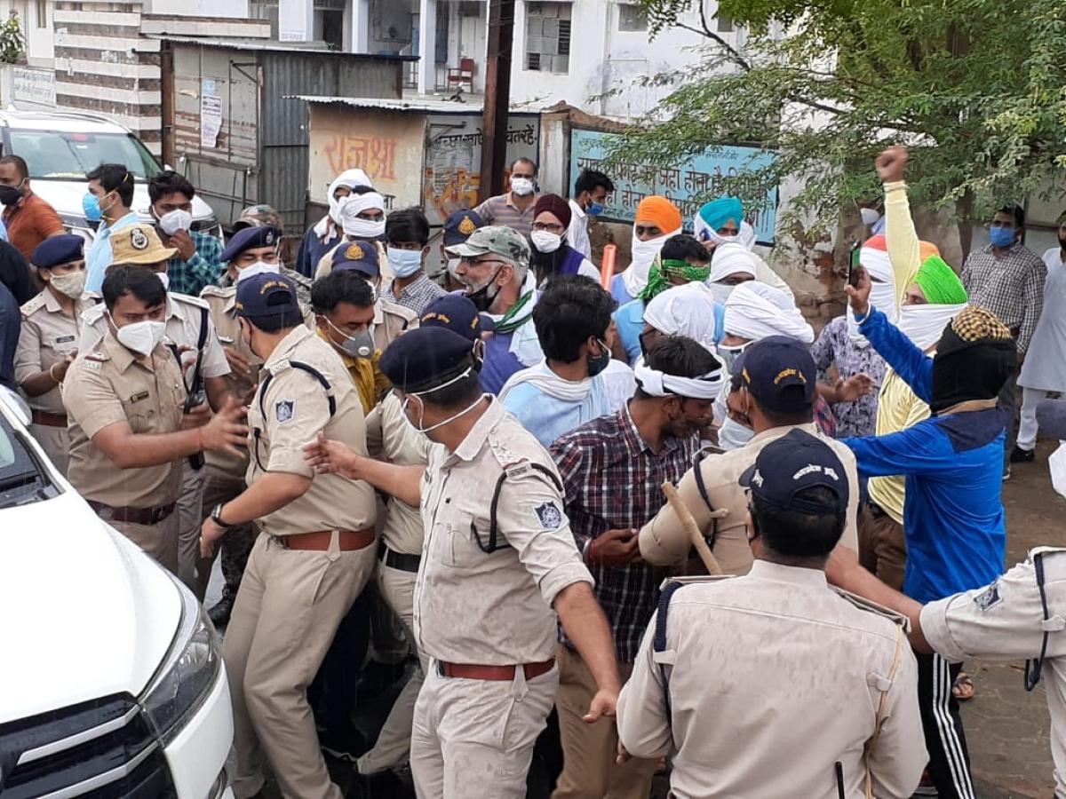 Madhya Pradesh: Farmers block Union minister's convoy over Centre's new laws