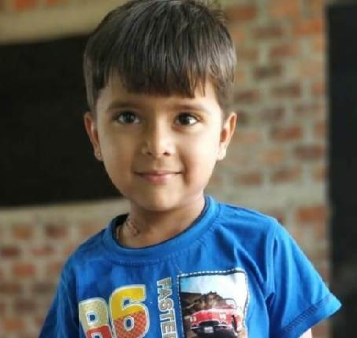 Five-year-old Awadhesh Chouhan, resident of Sagdi village in Dhar district, recovered from corona as his sample report came negative on Tuesday