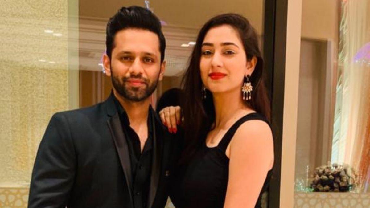 Rahul Vaidya shares a glimpse of late-night video call with girlfriend Disha Parmar